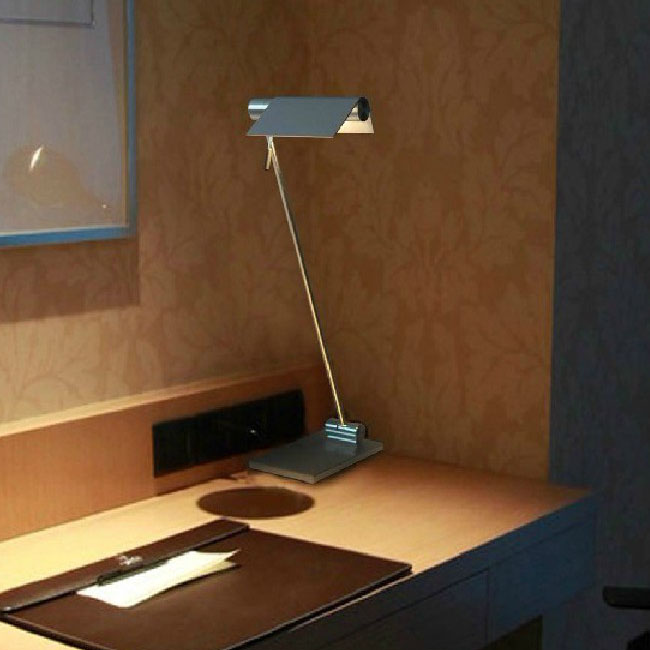 Modern Simple Aluminium Table Lamp in Mtte Finish 8658