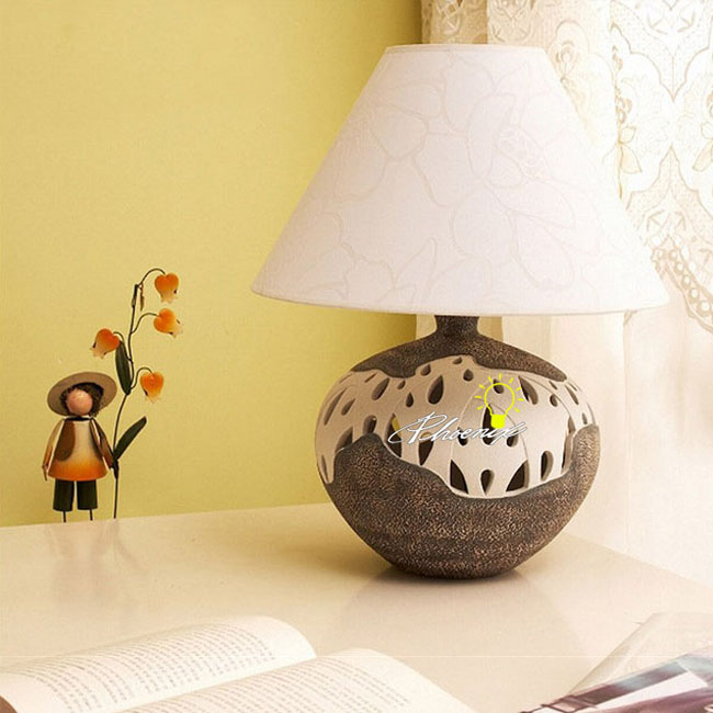 Modern Ceramic and Fabric Table Lamp 8801