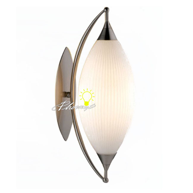 Modern Glass Wall Sconce in Brused Finish 8352